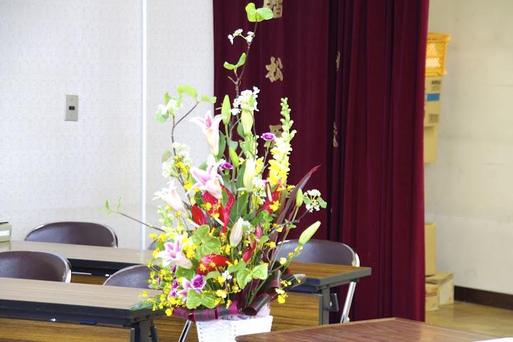 写真:会場を飾る花