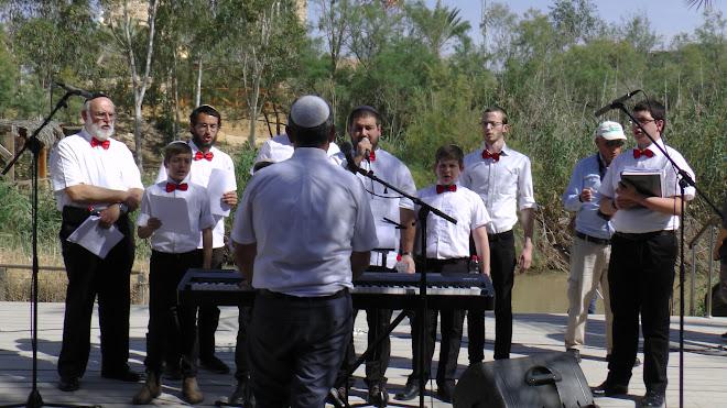 חוגגים את יום חציית הירדן עם שירים ודברי תורה על גדת הירדן