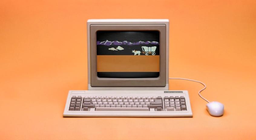 *Microsoft Internet Explorer 10 最新廣告:回朔90年代流行玩意! 2