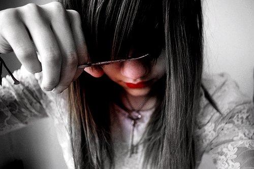 佐々中学校(長崎県)の教諭、女子生徒に断髪を強制 教育委員長「生徒への配慮が足りなかった」