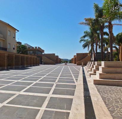 Die riesige Piazza von Gibellina