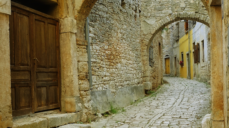 Cobblestone Street wallpaper