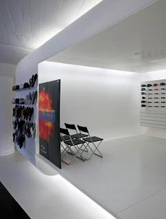 Marzua interiorismo del showroom de oakley en barcelona - Estudios de interiorismo en barcelona ...