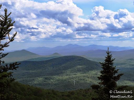 Tura la munte in Canada. Mont Orford.  niste munti cu inaltimi ademenitoare... pun pariu ca-s in SUA, granita e aproape, iar partea inalta din Apalasi acolo e...