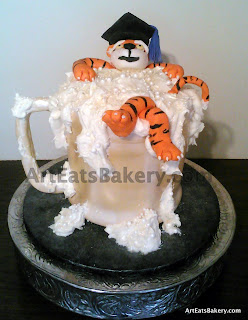 3D edible Clemson Tiger beer mug with foam and graduation cap custom creative graduation cake design 2