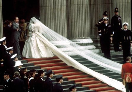 princess diana wedding dress train. Princess Dianas wedding dress