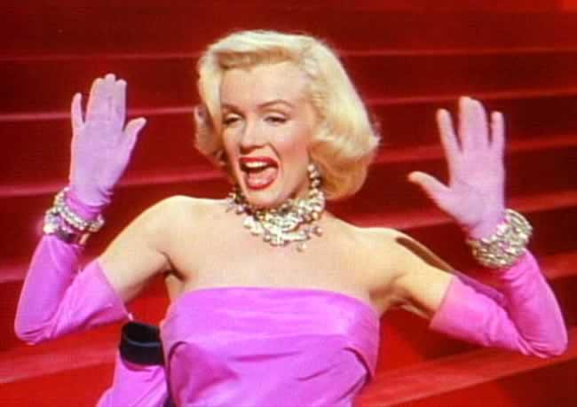 """Uno de los fotogramas de la película que consagró a Marilyn Monroe: """"Los caballeros las prefieren rubias"""""""