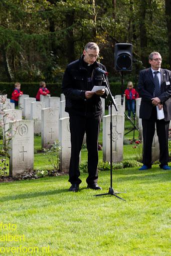 herdenkingsdienst  en een stille tocht naar het Engelse kerkhof 12-10-2014 (80).jpg
