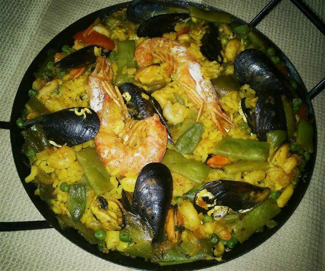 Paella valenciana de mariscos