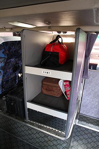 JR九州バス「福岡山口ライナー」 744-2952 1階荷物置き場