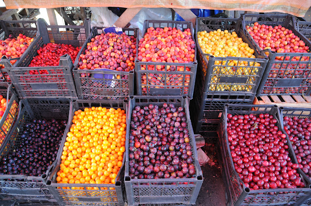 plums at the tbilisi outdoor market