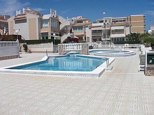 Alquiler vacaciones en nueva torrevieja aguas nuevas casa en torrevieja alicante iberpisos - Casas de vacaciones en alicante ...