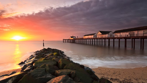 Dawn on Southwold Pier, Southwold, Suffolk, England.jpg