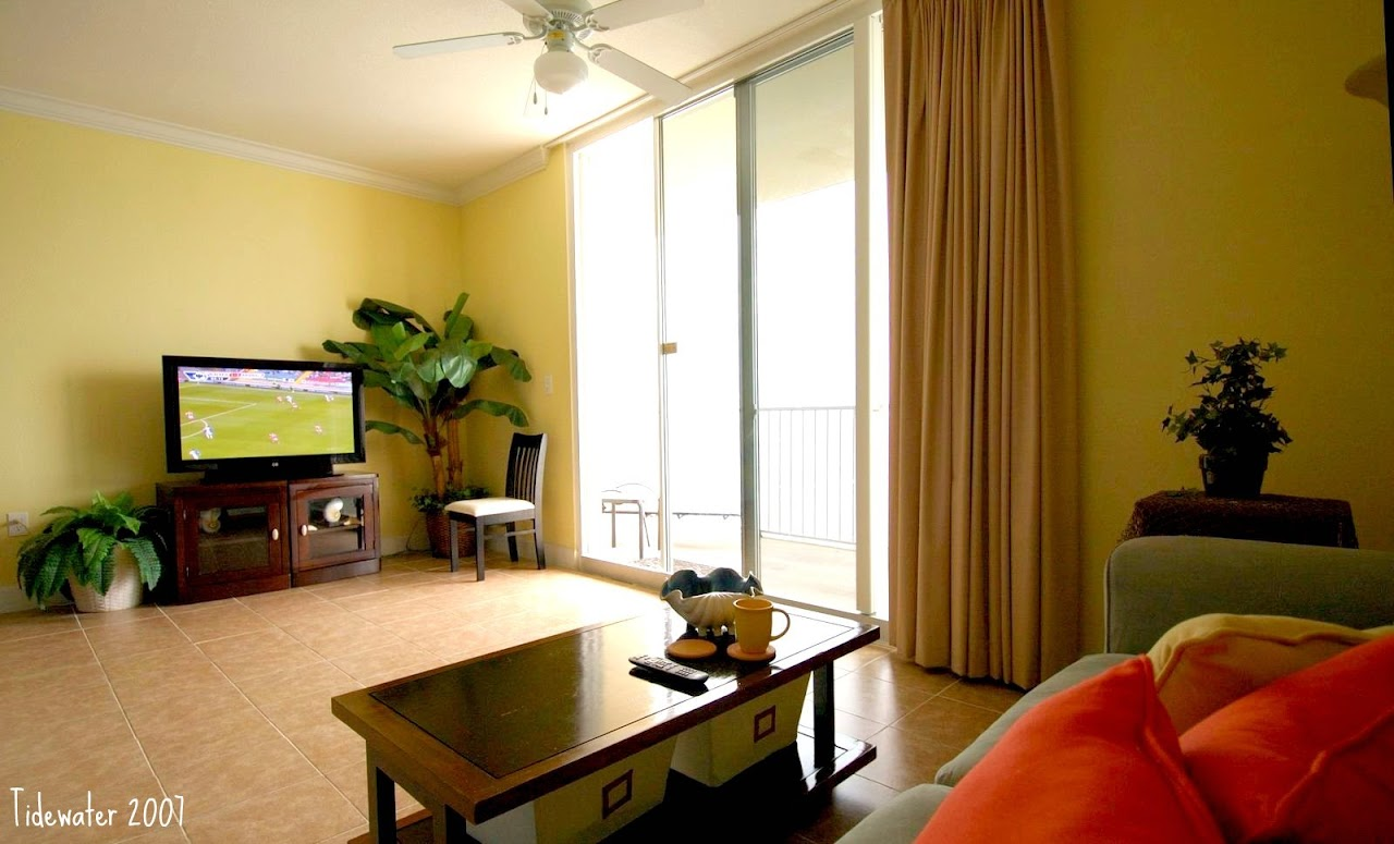 U2007 Living Room