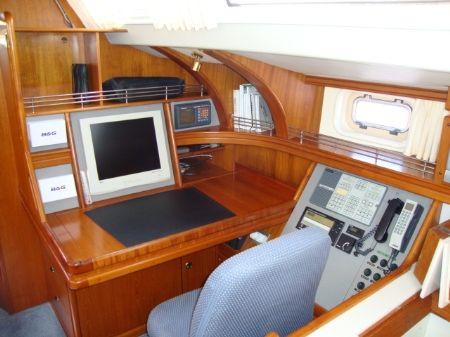 SlideShowSize-Cruising-Sailboat-Accommodation-98615-Surya-001.jpg