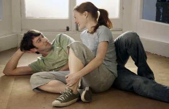 Contacto visual : Maneras de saber si le atraes a una chica