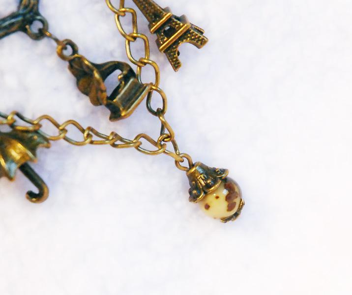 Украшения: жемчуг, бронза, керамика.