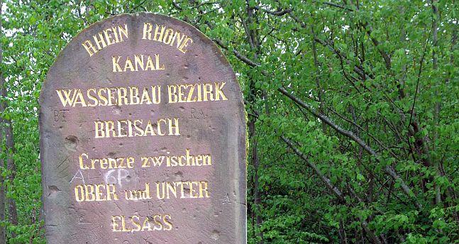 Gedenkstein 'Rhein-Rhone-Kanal - Wasserbau-Bezirk Breisach - Grenze zwischen Ober- und Unter-Elsass - 1863'