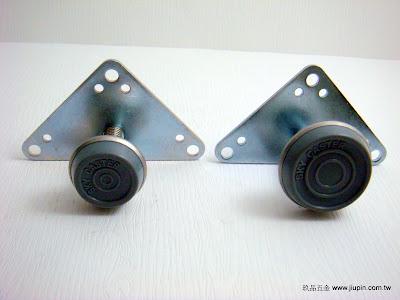 裝潢五金品名:進口調整腳規格:25MM/30MM 材質:PVC+白鐵顏色:灰色功能:可裝在櫃子.桌腳下調整高度玖品五金