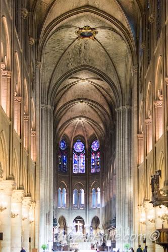 Paris Notre Dame kilisesi içi