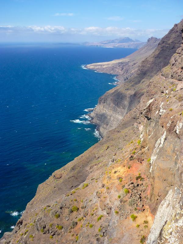 blaues Meer an der Westküste Gran Canarias.
