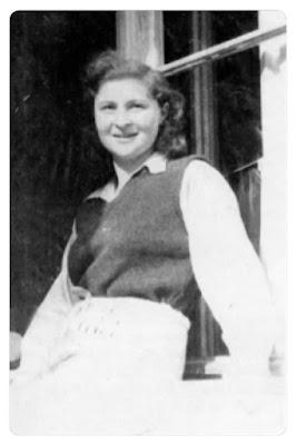 Karla Frenkel als junges Mädchen in einem Sanatoriumsaufenthalt nach ihrer Befreiung aus dem Konzentrationslager.