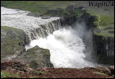 Un tour  d'Islande, au pays du feu... et des eaux. - Page 2 41-Dettifoss