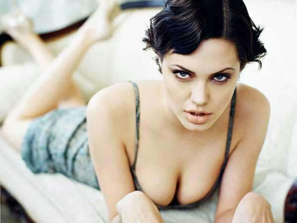 Angelina Jolie, desnuda