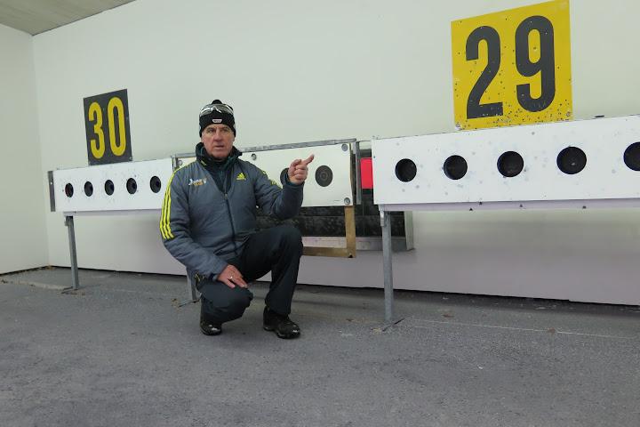 Olympiasieger Fritz Fischer an den Zielscheiben