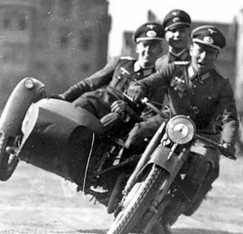 Демотиватор немцы на мотоцикле