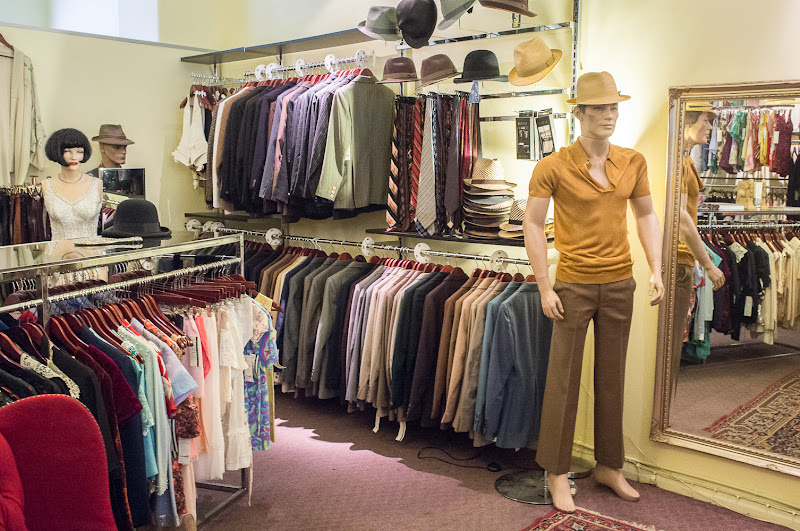 vintage shopping at circa vintage clothing