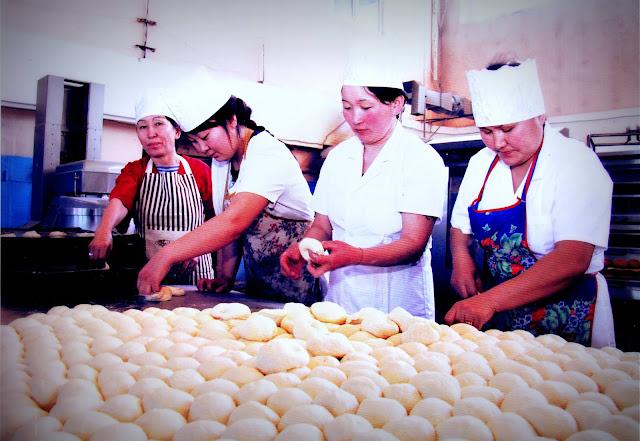 АО «Кызылский хлебокомбинат» на сегодняшний день производит около 148 наименований хлебобулочных и кондитерских изделий.