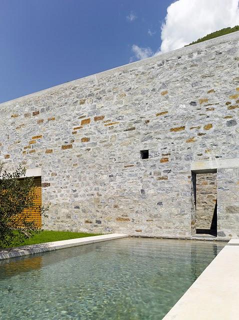 5 Самые красивые дома мира | Фото интерьера каменного дома в Швейцарии