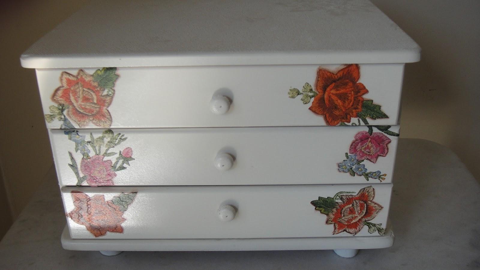 Artesanato Junino ~ Artesanatos Goi u00e2nia Mina das Artes Gaveteiro em madeira Decoupagem e textura, pintura em
