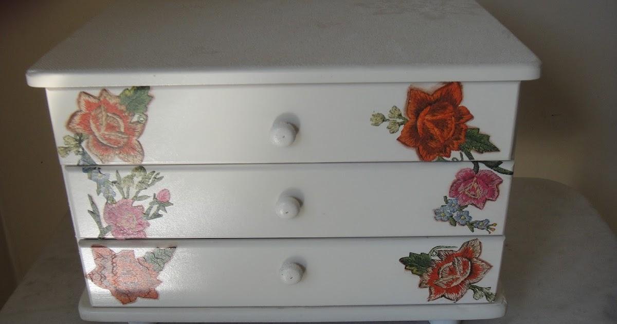 Adesivo De Guarda Roupa Infantil ~ Artesanatos Goi u00e2nia Mina das Artes Gaveteiro em madeira Decoupagem e textura, pintura em