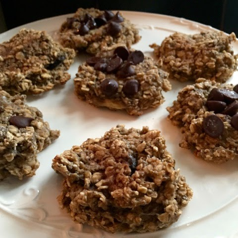 The 2 Ingredient Oatmeal Banana Cookie that's 17 Day Diet Friendly