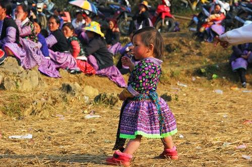 image thumb1390072255 Dấu ấn người Mông qua trang phục truyền thống