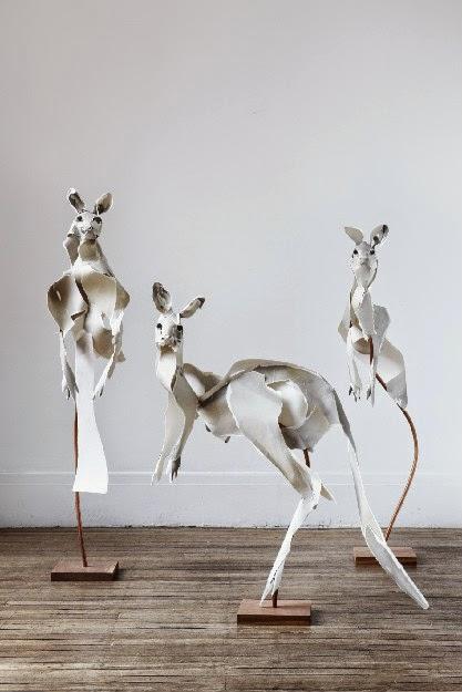 esculturas de canguros, en papel