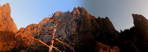 Lever de soleil au bivouac d'U Zordu : A Taula et Bocca Pulischellu (photo Olivier Hespel)