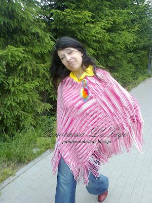 spacer lody Sławno lodziarnia  Bulinka Maciej Przybytniak różowe ponczo żółta bluzeczka orsaj broszka tiny art czerwone buty Panorama LeSage Anna Grabowska
