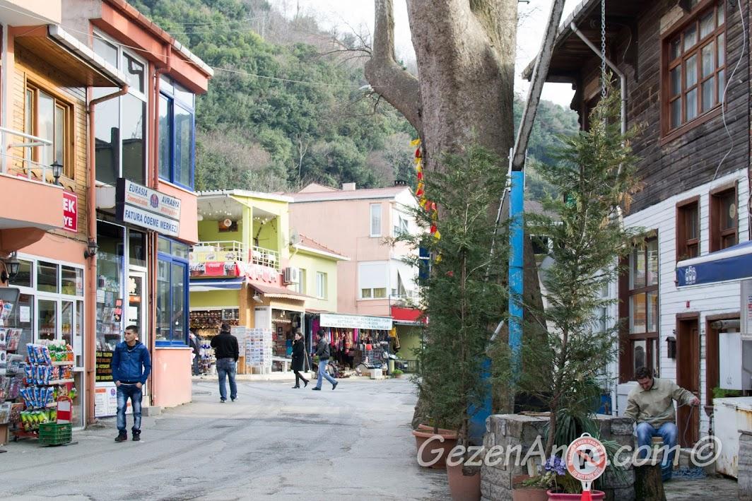 Anadolu Kavağı çarşısı arka sokağı
