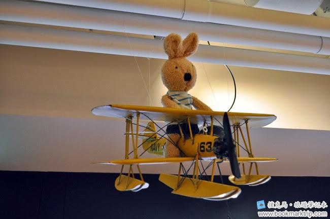 豆子咖啡吊掛在半空中的兔仔