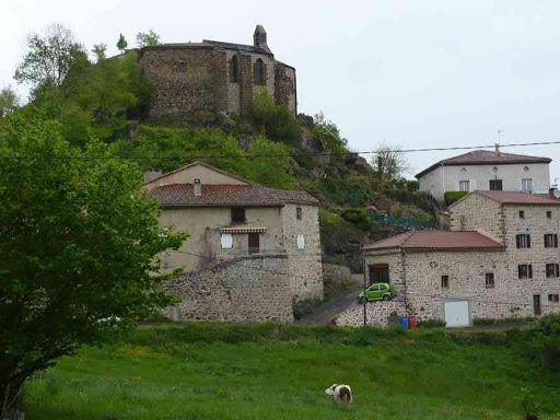 Le village et la chapelle de Peyrusse