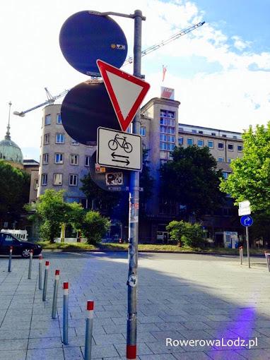 Ustąp pierwszeństwa - rowery jeżdża w obu kierunkach.