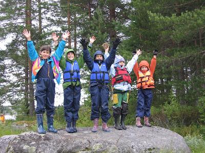 дети в спасжилетах