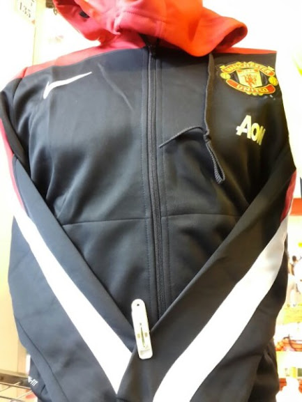 Hoodie Training Manchester United AON Sideline Hitam Merah 2014-2015