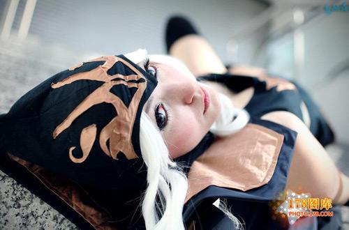 Ngắm nữ cung thủ Ashe gợi cảm ngoài đời thực 6
