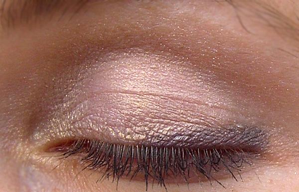 Guerlain Ombre Eclat 1 Couleur #161 L'instant Fleuri - Свотчи на глазах