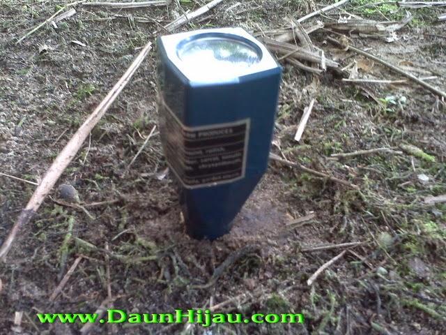Alat pengukur PH Tanah, sebaiknya digali dulu 50 cm sebelum dipakai