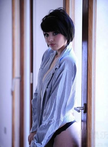 英國15歲嫩模梅莉莎自PO性感裸照
